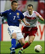 Japan's Hidetoshi Nakata holds off Turkey's Ergun Penbe