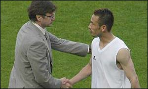 Coach Philippe Troussier and Hidetoshi Nakatacommiserate after Japan's World Cup exit.