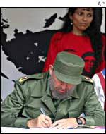 President Castro signs the petition, Saturday 15 June