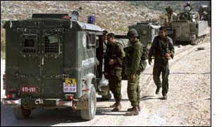 Israeli border police and soldiers outside Nablus
