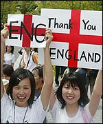 Japanese girls bid farewell to England team at Awaji