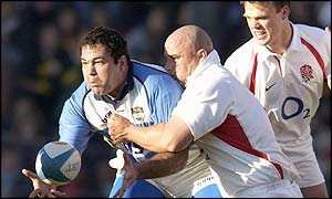 Argentine hooker Federico Mendez is tackled by David Flatman