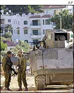 Israeli troops near Arafat HQ in Ramallah