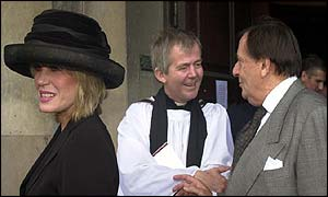 Joanna Lumley and Barry Humphries