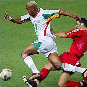 Senegal's forward El Hadji Diouf fights off Turkey's defender Alpay Ozalan