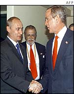 Vladimir Putin (L) with George W Bush