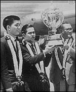 Tan Aik Huang (left) with members of Malaysia's winning Thomas Cup team