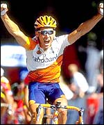 Robbie McEwen winning the final stage of the 1999 Tour