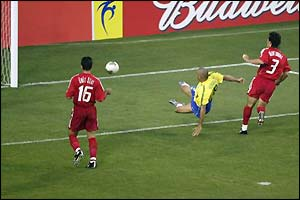 Brazil go on to win this game 2-1 with a late Rivaldo penalty