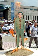 South Korean veterans burn an effigy of North Korean leader Kim Jong-il (AFP)