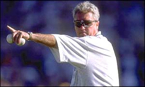 Bob Woolmer directs practice