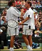 David Nalbandian shakes hands with Xavier Malisse after his semi-final victory