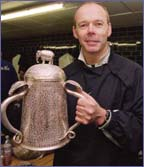 Clive Woodward holds aloft the Calcutta Cup