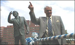 Sir Bobby Robson and statue