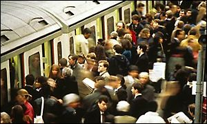 Crowds trying to get on tube train