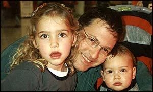 Itzjak Aizenman, con sus hijos Gal y Saguí.