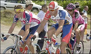 David Millar (centre) outsprints Laurent Brochard of France and Jean Delatour