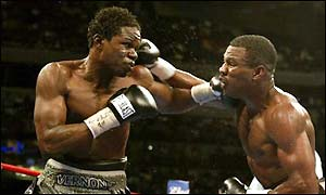 Vernon Forrest hits Shane Mosley with a left hook during their WBC welterweight title fight