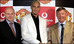 Manchester United chief executive Peter Kenyon, new signing Rio Ferdinand and Sir Alex Ferguson