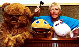 Geoffrey Hayes with Zippy (centre), George and Bungle