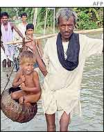 Bihar man carries child to safety in a basket