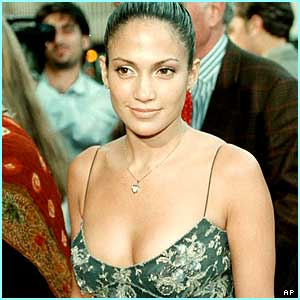 Jennifer shines at the 1999 premiere of The Thomas Crown Affair