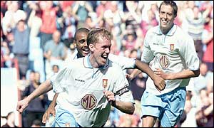 Steve Staunton celeblrates his late winner