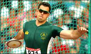 Frantz Kruger wins the mens discus