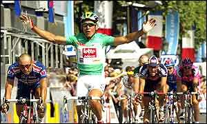 Robbie McEwen wins the final stage and the green jersey for best sprinter