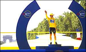 Lance Armstrong poses on the podium in Paris after winning the Tour de France