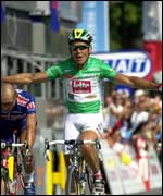 Robbie McEwen wins the final stage of this year's Tour de France