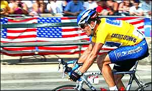 Lance Armstrong powers past his fans