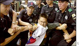 Police detain a student who tried to attack the US embassy in Seoul