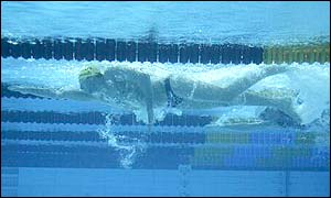 Grant Hackett joins fellow Australian Ian Thorpe in the 200m freestyle final after winning his heat