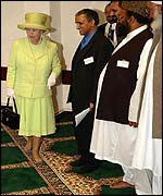 The Queen walks barefoot at a mosque in Scunthorpe