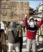 Protests in Srinagar over hair relic comments
