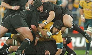 Toutai Kefu is held up by the New Zealand defence