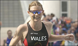 Wales' Leanda Cave wins silver in the women's triathlon in a time of 2:03.37