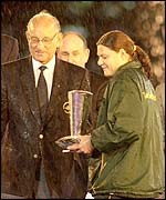 Du Toit received her award in the rain