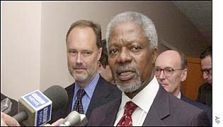 UN Secretary-General Kofi Annan (right)