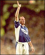 Exeter City have offered Paul Gascoigne �10,000 a week