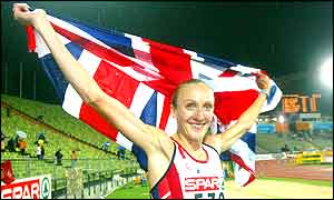 Paula Radcliffe celebrates her win