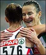 Paula Radcliffe (left) embraces Sonia O'Sullivan after her win