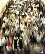 Rush hour commuters in Bombay, India