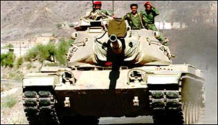 الدبابات العامله في الجيش اليمني - صفحة 2 _38182472_tank315