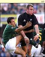 Scott Robertson evades Neil de Kock's attempted tackle
