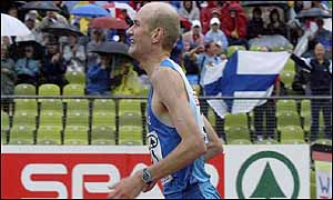 Janne Holmen delights Finnish fans by winning the marathon