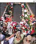 Elvis Presley's grave in Graceland