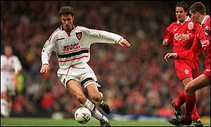 Ronny Johnsen in action for Manchester United against Liverpool