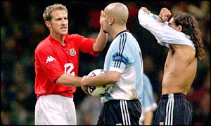 John Robinson greets Juan Veron after Argentina's draw with Wales prior to the 2002 World Cup
